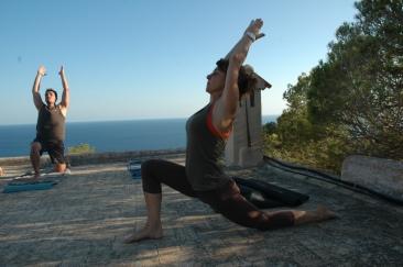 Grupo de yoga en Formentera